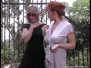 kinky lezbi